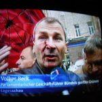 Blutige Steinewürfe gegen Volker Beck