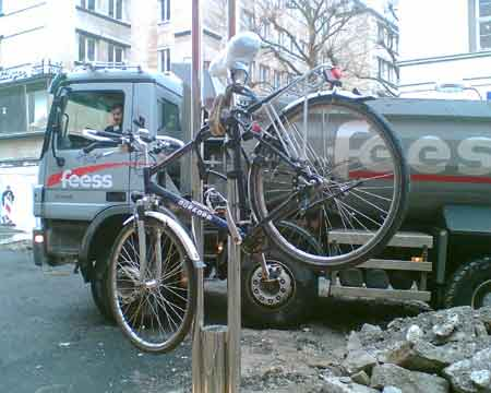 Fahrrad hebt ab - Baustelle in Stuttgart, Königstraße