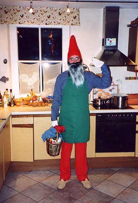 Bei der alemannischen Fasnet 2001/2002 als Zwerg (Karneval, Fasching, Kostüm)