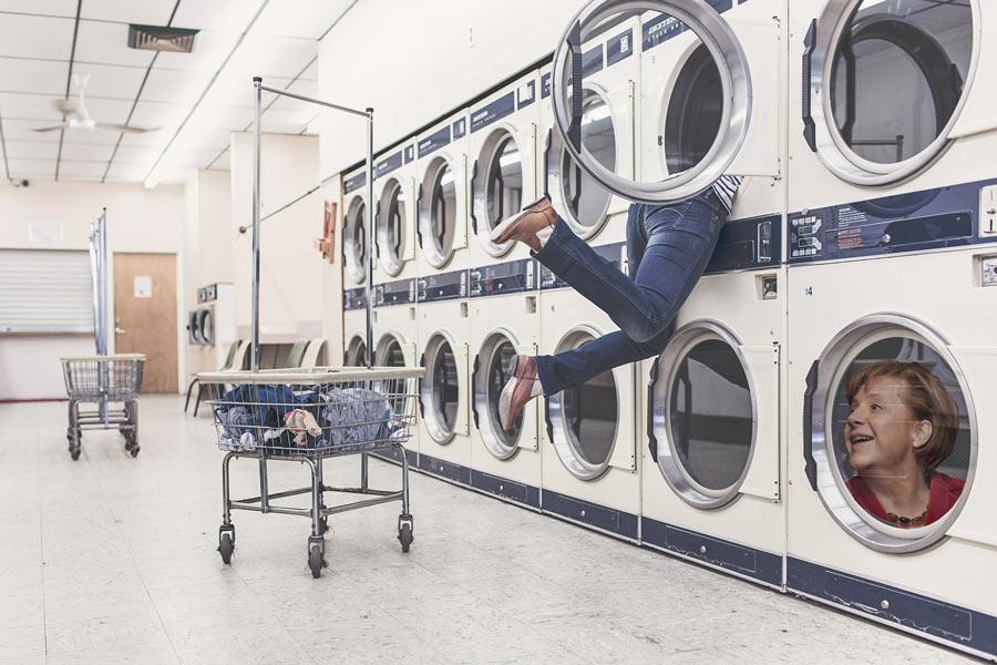 Merkel, Facebook und die Waschmaschine (Fotomontage)