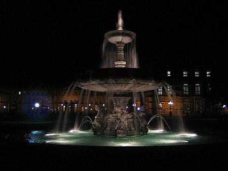 Schlossplatz in Stuttgart bei Nacht