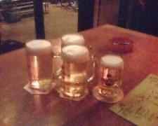 Vier Bier, eins klein